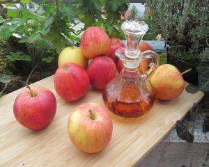 6 motive pentru care sa bei otet de mere cu apa pe stomacul gol