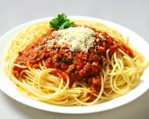 Cum prepari paste bolognese la tine acasa