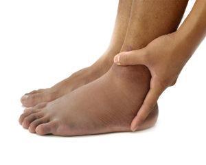 4 remedii simple pentru picioare umflate