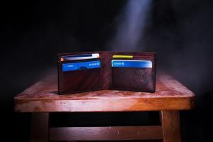 Cum alegi un portofel de calitate pentru barbati