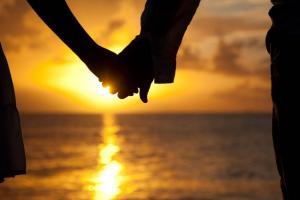 4 lucruri pe care le poti face pentru a avea o relatie fericita