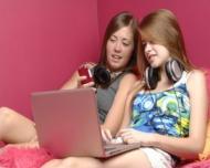 Cum influenteaza retelele de socializare viata adolescentilor