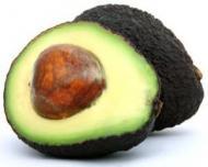 Reteta pentru vegetarieni: Salata de vara cu avocado