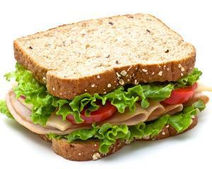 Tu stii ce contine sandvisul copilului tau?