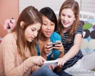Smartphone-urile si tabletele afecteaza somnul copiilor