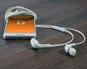 Cum sa eviti in concediu fraudele pe telefon si tableta