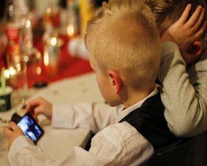 Copiii si dependenta de tehnologie: ce sfaturi ofera psihologul pentru parinti