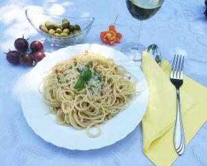 Spaghete cu ardei si busuioc
