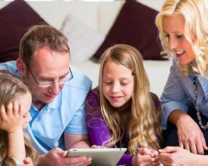 Ce sume scot parintii din buzunar in aceasta toamna pentru gadgeturile si device-urile copiilor