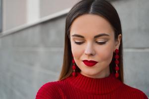 5 moduri de a-ti pune in evidenta ochii