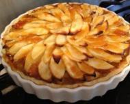 Desertul zilei: tarta de mere si nuci