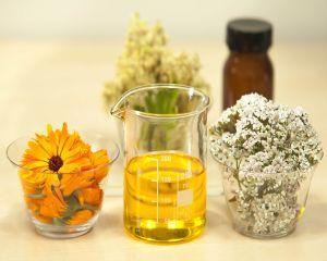 Top 4 uleiuri esentiale pentru tratarea acneei