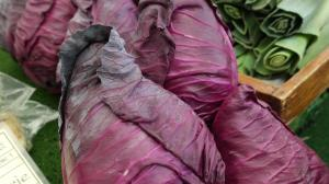 Top motive sa consumi varza rosie cat mai des anul acesta