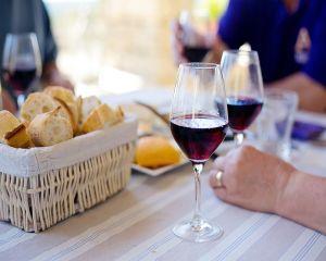 Masa de Paste: Cum asociem vinurile cu preparatele culinare