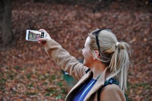 Cum poti deveni o vloggerita de succes in maxim 12 luni?