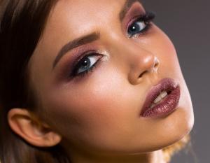 Machiaj profesional - 5 Pasi pentru realizarea unui make-up profesional