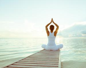 Vrei sa slabesti? Incearca aceste 6 pozitii de yoga si vei ramane uimit