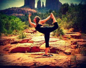 De ce practica romanii yoga?