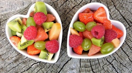 Salata de fructe cu frisca, o reteta care te unge pe suflet