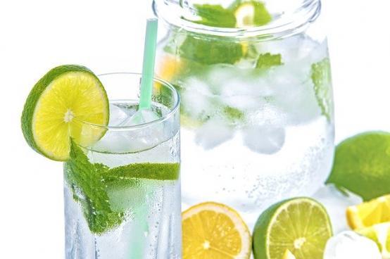 Tu te hidratezi corect? Iata cateva sfaturi utile pentru vara asta